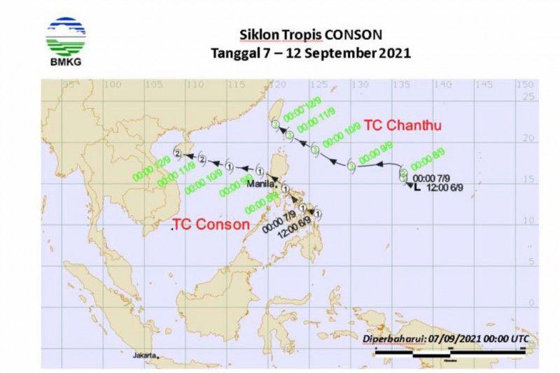https: img.okezone.com content 2021 10 08 620 2483138 bmkg-bibit-siklon-tropis-di-filipina-menjauh-masih-picu-hujan-lebat-di-indonesia-14xTHsgrmq.jpg