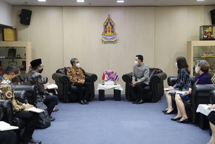 https: img.okezone.com content 2021 10 08 65 2483143 kerjasama-indonesia-dan-thailand-sudah-terjalin-sejak-kerajaan-sriwijaya-ujUtGYbnge.jpg