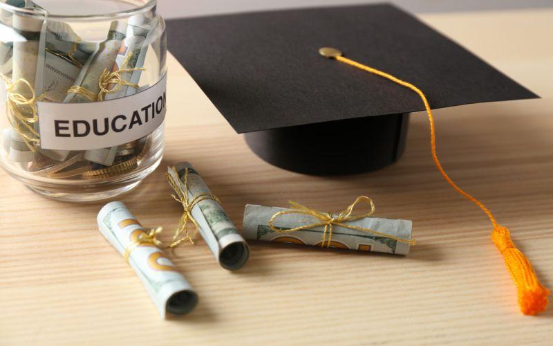 https: img.okezone.com content 2021 10 08 65 2483148 alumni-unair-bagikan-pengalaman-dan-tips-meraih-beasiswa-lpdp-kgLBEDO4TD.jpg