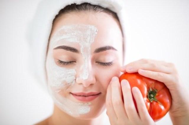 https: img.okezone.com content 2021 10 09 611 2483649 3-masker-wajah-tomat-diy-yang-wajib-dicoba-bikin-kulit-makin-glowing-CvgX7xVfqm.jpg