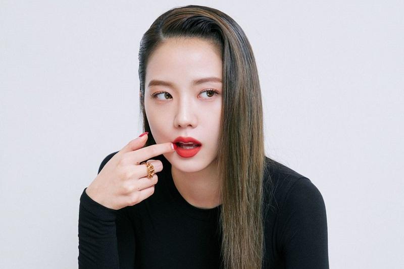 https: img.okezone.com content 2021 10 10 33 2484058 jisoo-blackpink-dan-son-heung-min-diisukan-pacaran-yg-buka-suara-RoSx2cSnfw.jpg