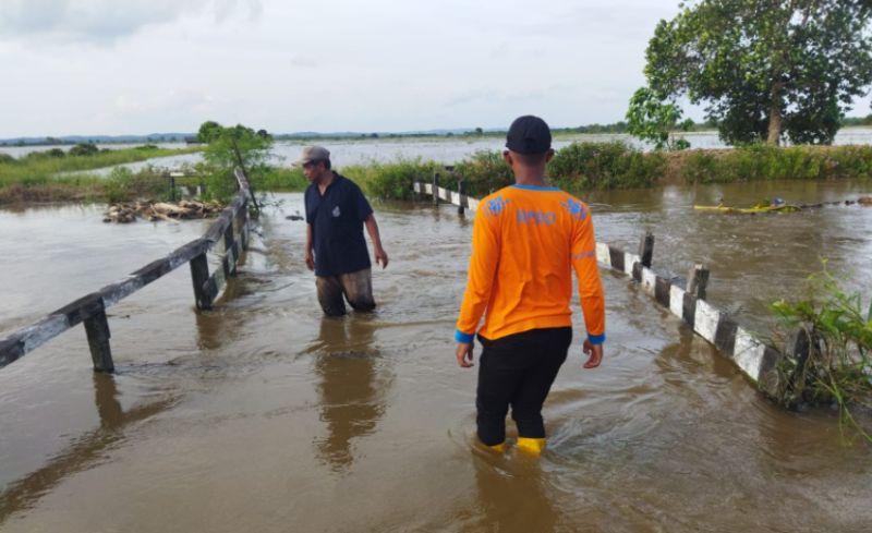 https: img.okezone.com content 2021 10 10 340 2483930 satu-jembatan-rusak-akibat-banjir-di-penajam-paser-utara-lyhpBEKgtK.jpg