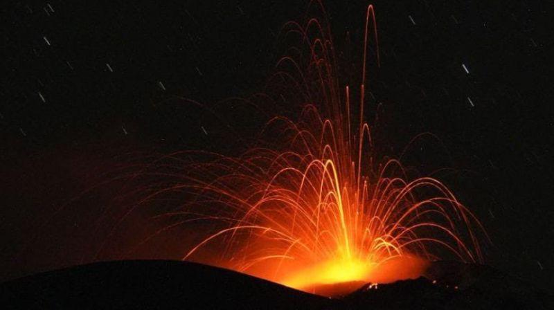 https: img.okezone.com content 2021 10 10 340 2484070 aktivitas-gunung-ile-lewotolok-terus-meningkat-5-kali-letusan-hingga-siang-ini-2U3pojMNMW.jpg