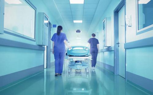 https: img.okezone.com content 2021 10 10 481 2484173 rumah-sakit-serasa-hotel-bintang-5-kurangi-pasien-berobat-ke-luar-negeri-FSNBR2hvi6.jpg