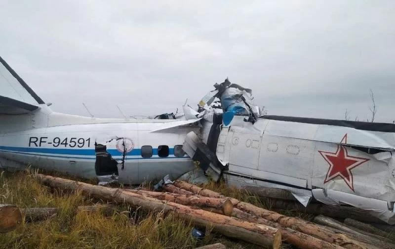 https: img.okezone.com content 2021 10 11 18 2484257 pesawat-penerjun-payung-jatuh-16-orang-meninggal-YumTQxsr1J.jpg