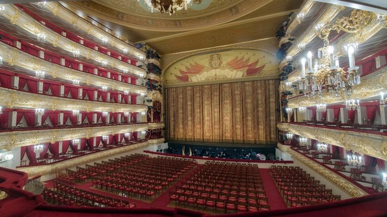 https: img.okezone.com content 2021 10 11 18 2484422 horor-aktor-tewas-tertimpa-dekorasi-panggung-saat-pertunjukan-di-teater-ikonik-moskow-vlB2c6sUMM.jpg