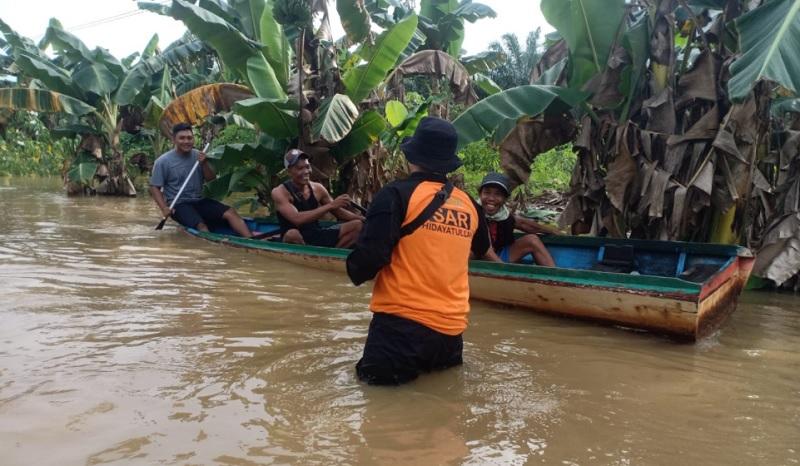 https: img.okezone.com content 2021 10 11 340 2484435 belasan-orang-mengungsi-akibat-banjir-di-paser-kalimantan-timur-MmvmbQ2DCZ.jpg