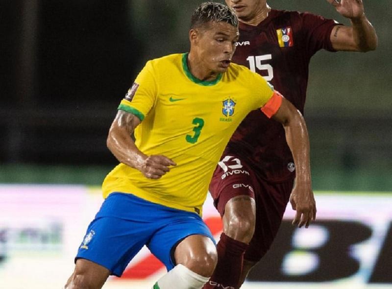 https: img.okezone.com content 2021 10 11 51 2484779 catatkan-penampilan-ke-100-bersama-timnas-brasil-thiago-silva-bangga-QQJURMNH1i.jpg