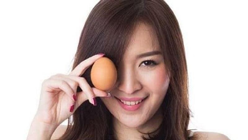 https: img.okezone.com content 2021 10 11 611 2484712 5-makanan-sehat-untuk-mempercepat-pertumbuhan-rambut-beri-nutrisi-dari-dalam-WDdpOn4skB.jpg