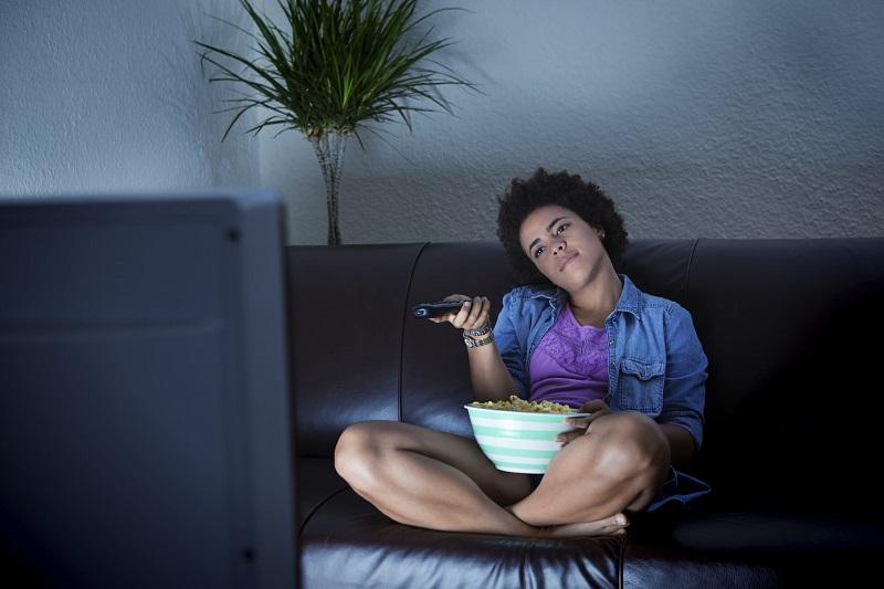 https: img.okezone.com content 2021 10 11 612 2484693 dari-obesitas-hingga-stroke-ini-4-risiko-penyakit-jika-suka-begadang-Jnx8moDRae.jpg