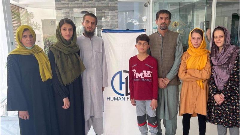 https: img.okezone.com content 2021 10 12 18 2484958 penerjemah-penyelamat-joe-biden-akhirnya-dievakuasi-dari-afghanistan-XrIUlPaok7.jpg