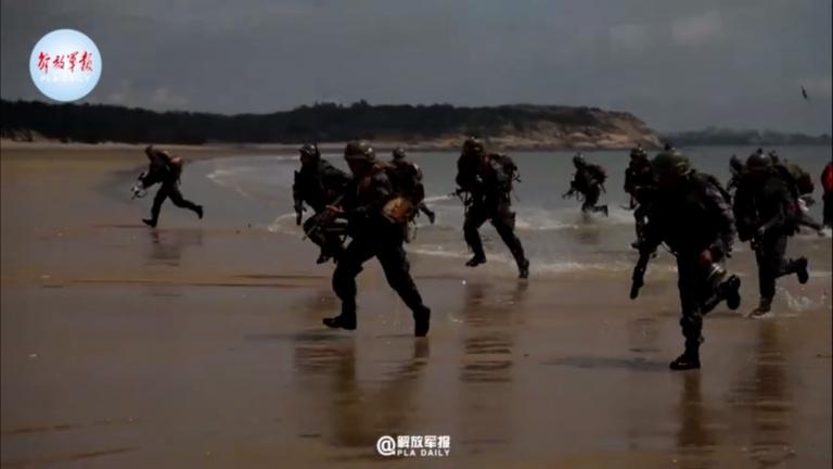 https: img.okezone.com content 2021 10 12 18 2485027 militer-china-gelar-latihan-rebut-pantai-di-tengah-ketegangan-dengan-taiwan-ELA1Bgb5Hm.jpg