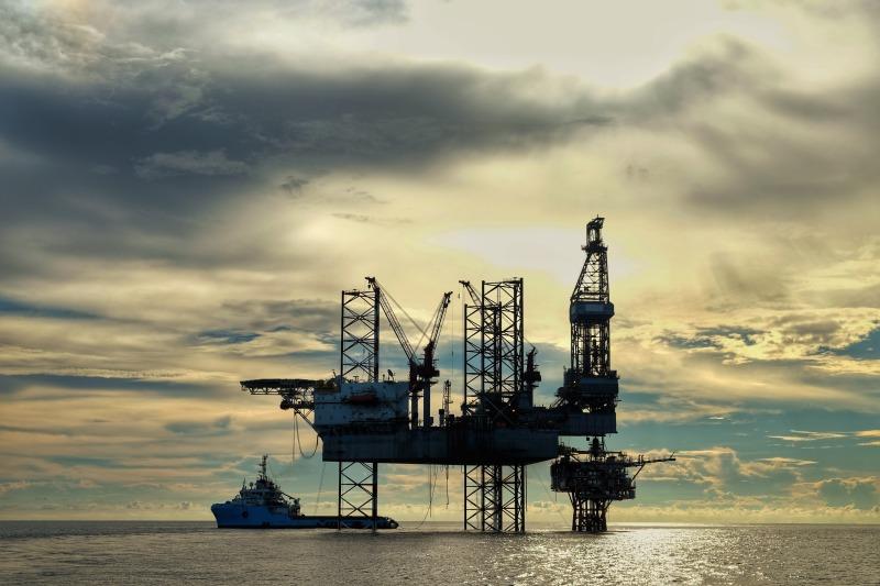 https: img.okezone.com content 2021 10 12 320 2484870 selamat-datang-era-minyak-mahal-harga-tembus-level-tertinggi-sejak-2018-kajt40jf6x.jpg