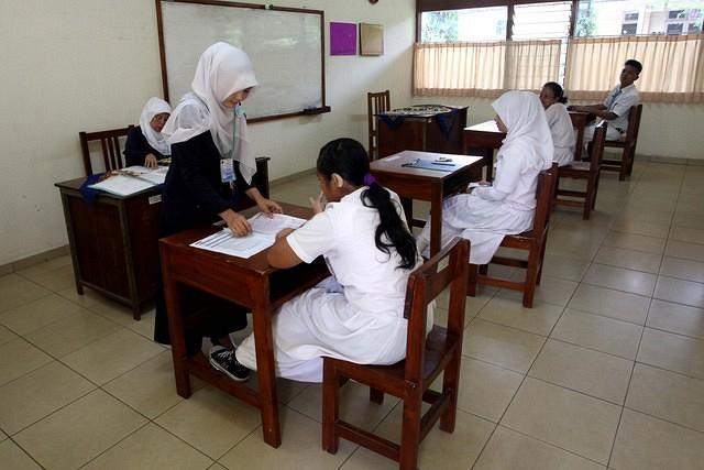 https: img.okezone.com content 2021 10 12 320 2485107 blt-anak-sekolah-cair-lagi-ini-syarat-dan-cara-daftarnya-nC3jS9QhV8.jpg