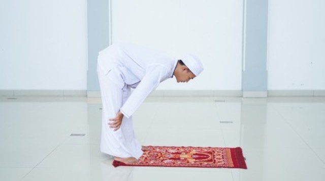 https: img.okezone.com content 2021 10 12 330 2485007 tata-cara-sholat-unsi-adakah-syariatnya-BOxA5nEKtS.jpg