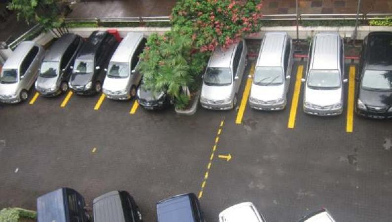 https: img.okezone.com content 2021 10 12 337 2485363 4-kasus-tukang-parkir-patok-harga-selangit-bikin-naik-darah-HJBnRaxa8w.jpeg