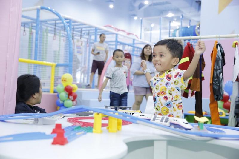 https: img.okezone.com content 2021 10 12 338 2484943 tempat-bermain-anak-di-bekasi-bakal-diizinkan-buka-vJ1YXWUHT6.jpg