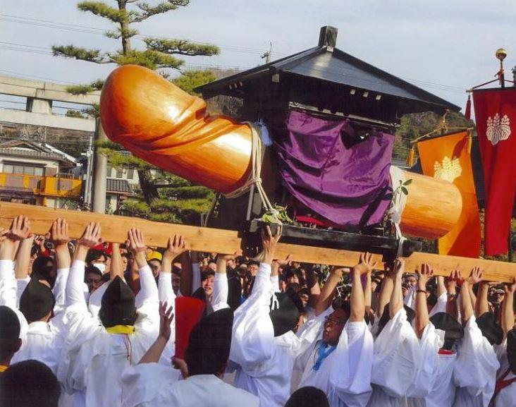 https: img.okezone.com content 2021 10 12 406 2484845 melihat-penis-raksasa-diarak-keliling-kota-dalam-festival-honen-matsuri-myZX1DJ0Ru.JPG