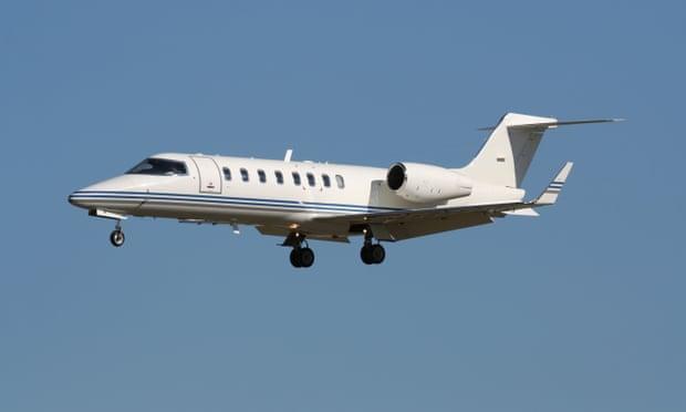https: img.okezone.com content 2021 10 12 406 2485313 kesal-penerbangannya-dibatalkan-turis-ini-sewa-jet-pribadi-untuk-pulang-Ct0UaVF1Fc.jpg