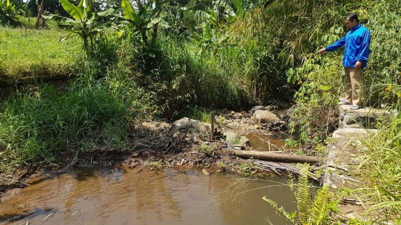 https: img.okezone.com content 2021 10 12 525 2485360 irigasi-jebol-45-hektare-lahan-pertanian-terancam-gagal-panen-5xHOqj4O1a.jpg