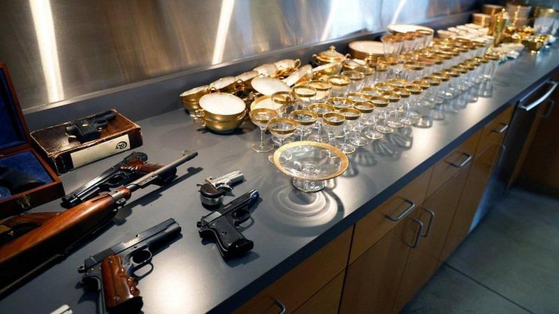 https: img.okezone.com content 2021 10 13 18 2485558 pistol-foto-dan-memorabilia-al-capone-terjual-rp-12-m-di-pelelangan-04n2o2sLYg.jpg