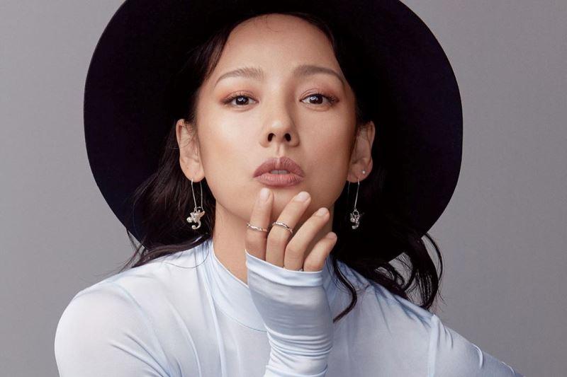 https: img.okezone.com content 2021 10 13 205 2485453 lee-hyori-jadi-host-perempuan-pertama-mama-2021-SEyPYU8Q1h.jpg