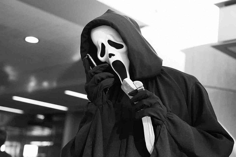 https: img.okezone.com content 2021 10 13 206 2485817 paramount-rilis-trailer-scream-5-ghostface-kembali-beraksi-ynSTCK10Px.JPG