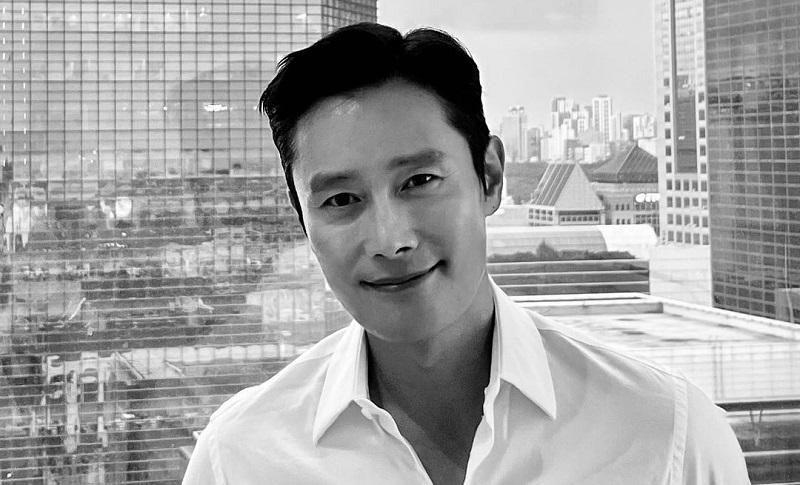 https: img.okezone.com content 2021 10 13 206 2485826 cerita-lee-byung-hun-alami-diskriminasi-di-hollywood-YUHXtS3sVe.jpg