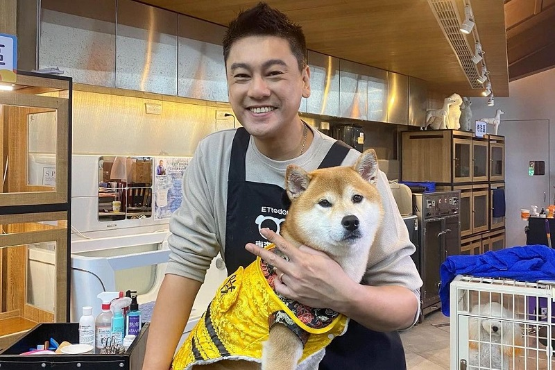 https: img.okezone.com content 2021 10 13 33 2485923 aktor-meteor-garden-ken-zhu-jadi-youtuber-setelah-setahun-menganggur-5bFLQUyf9c.jpg