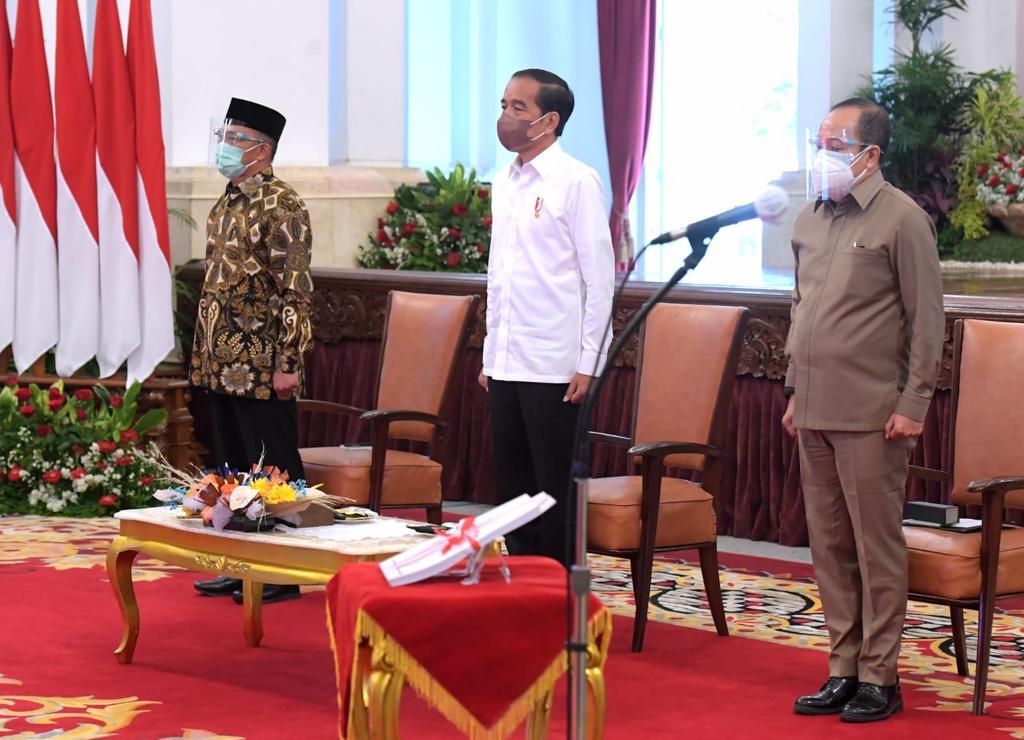 https: img.okezone.com content 2021 10 13 337 2485927 presiden-jokowi-tegaskan-green-dan-blue-economy-ini-rekomendasi-lemhanas-Z8JbhUBBgp.jpg