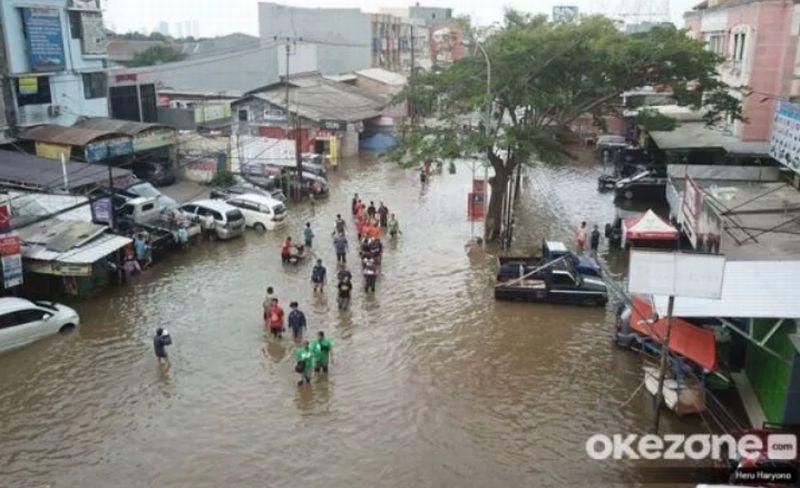 https: img.okezone.com content 2021 10 13 338 2485492 3-ancaman-banjir-di-dki-jakarta-saat-puncak-musim-hujan-5tKSUcUQkh.jpg