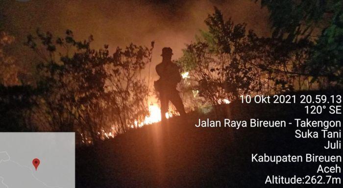 https: img.okezone.com content 2021 10 13 340 2485391 bnpb-kawasan-hutan-dan-lahan-krueng-simpoe-seluas-7-hektar-terbakar-iaOtrpHU4t.jpg