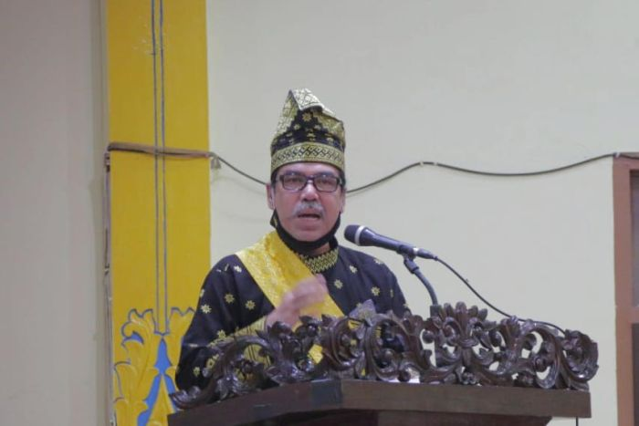 https: img.okezone.com content 2021 10 13 340 2485394 ketua-majelis-adat-melayu-riau-datuk-seri-al-azhar-wafat-rSCdQ4pYJM.jpg