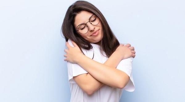 https: img.okezone.com content 2021 10 13 481 2485662 hari-kesehatan-mental-sedunia-selain-cintai-diri-sendiri-self-love-juga-harus-mampu-memaafkan-s7eLruoZDM.jpg