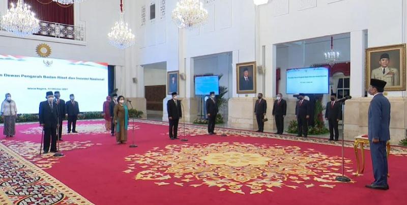 https: img.okezone.com content 2021 10 13 65 2485646 dilantik-jokowi-megawati-resmi-jadi-ketua-dewan-pengarah-brin-lBGYEYFkKN.jpg
