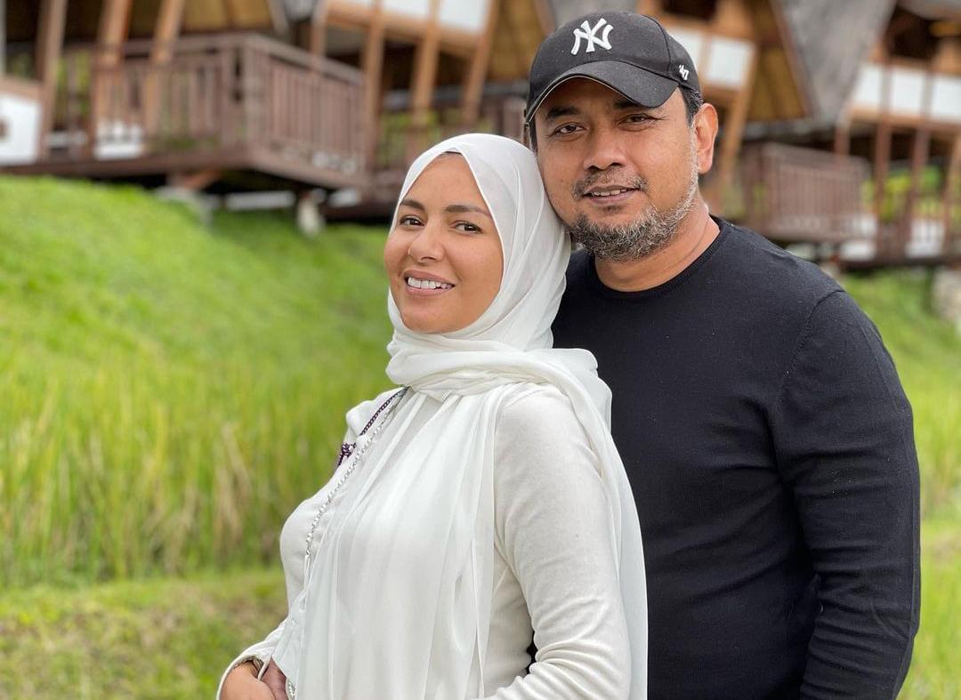 https: img.okezone.com content 2021 10 14 33 2486412 deretan-artis-indonesia-yang-menikah-dengan-mantan-kekasih-qRjOIrHIgf.jpeg