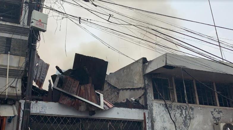 https: img.okezone.com content 2021 10 14 338 2486170 ledakan-terdengar-di-sawah-besar-sebuah-rumah-hangus-terbakar-0GgYgPHFQc.jpg