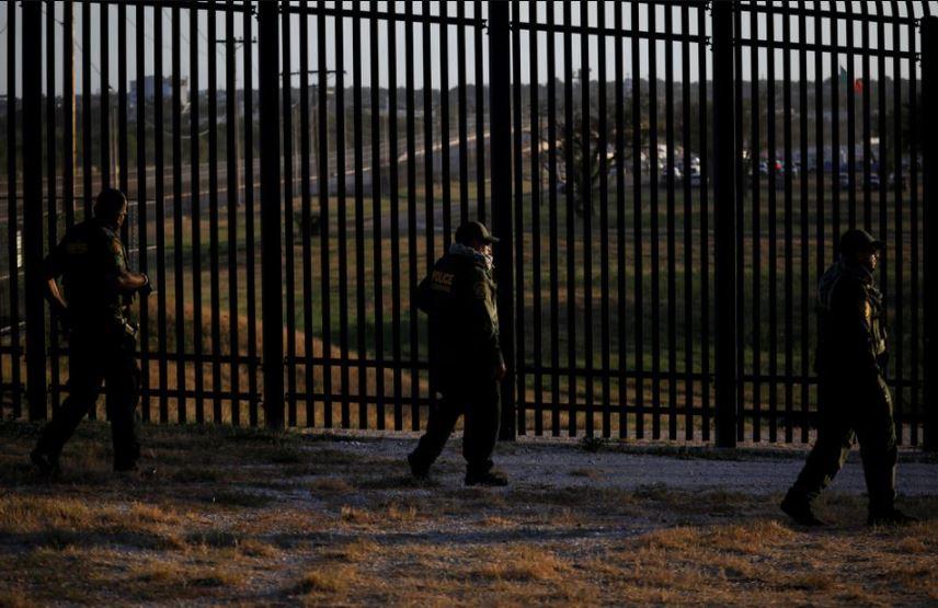 https: img.okezone.com content 2021 10 14 406 2485961 amerika-serikat-buka-perbatasan-darat-dengan-meksiko-dan-kanada-bulan-depan-Mq0r1Jjwg9.JPG