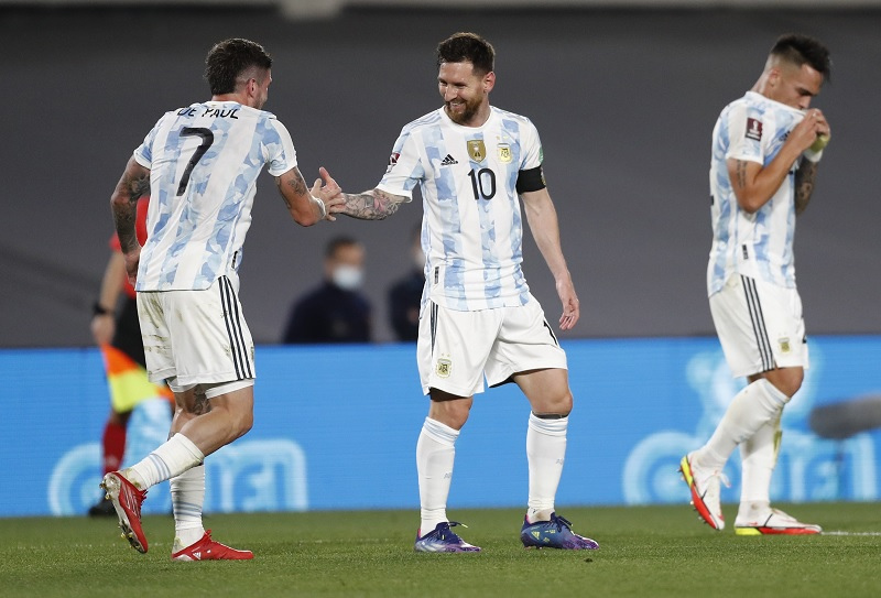 https: img.okezone.com content 2021 10 14 51 2486212 argentina-vs-peru-scaloni-ingatkan-lionel-messi-dkk-untuk-tak-santai-santai-splvv8VjhG.jpg