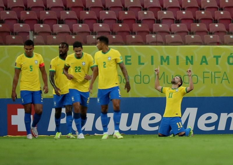https: img.okezone.com content 2021 10 14 51 2486453 brasil-vs-uruguay-tite-masih-kebingungan-tentukan-skuad-OCuu1DihuE.jpg
