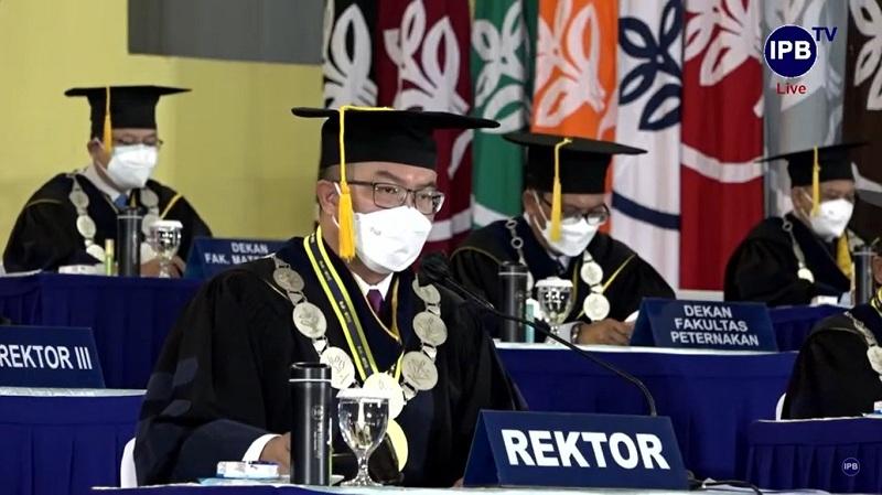 https: img.okezone.com content 2021 10 14 65 2486185 601-lulusan-sekolah-vokasi-ipb-university-diwisuda-ini-pesan-rektor-fbWmirQR6F.jpg