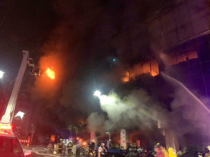 https: img.okezone.com content 2021 10 15 18 2486632 korban-kebakaran-gedung-taiwan-bertambah-46-orang-tewas-puluhan-luka-luka-kFBk7HenQN.jpg
