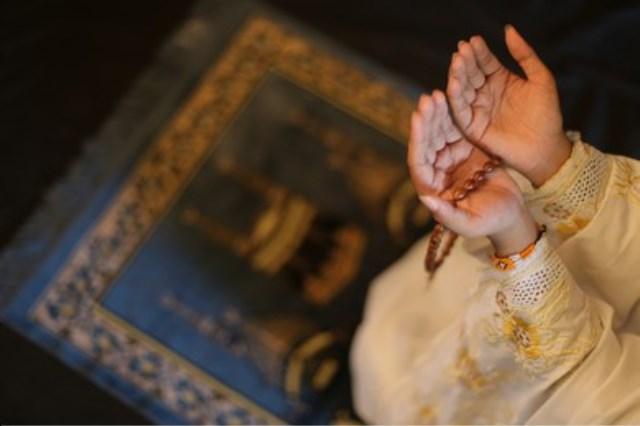 https: img.okezone.com content 2021 10 15 330 2486672 berdoa-pada-jumat-sore-pasti-dikabulkan-allah-ta-ala-ini-6-dalil-sahihnya-2Y8fbBd61C.jpg