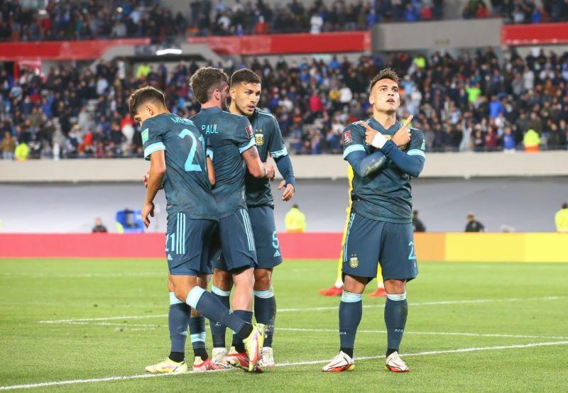 https: img.okezone.com content 2021 10 15 51 2486624 hasil-argentina-vs-peru-di-kualifikasi-piala-dunia-2022-zona-amerika-selatan-messi-dkk-menang-1-0-JRJCKmqYhm.jpg