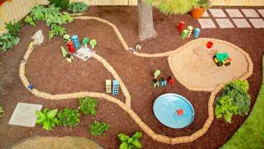 \Kota Mini, Arena Bermain di Taman Belakang \