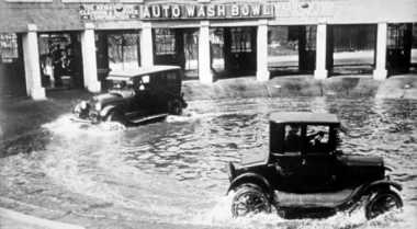 Usaha Cuci Mobil Sudah Berumur 100 Tahun