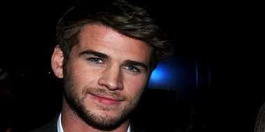 """Liam Hemsworth Dijuluki """"Anak Iblis"""" Semasa Kecil"""