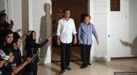 Jokowi Lempar Bola Panas Gaji ke JK