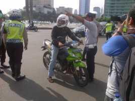 Polisi Tegur Ratusan Pengendara yang Melintas di HI