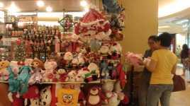 Boneka Banyak Diburu Jelang Natal & Tahun Baru
